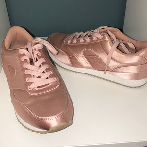 H&M size 9 Rose Sneakers